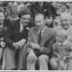 Část souboru Josefa Skupy s hostem, zleva: Božena Weleková-Vavříková, Jan Vavřík-Rýz, Jan Bussell (anglický loutkář) a Josef Skupa s malou Ninou Malíkovou, 1948